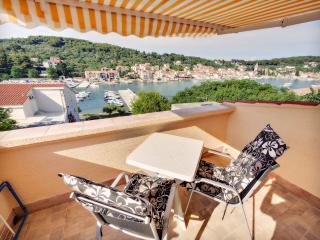 Small for 3 with a sea view!, Prvic Luka
