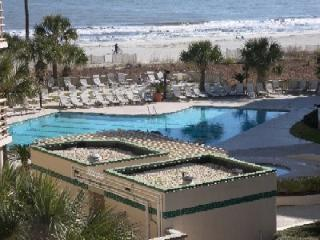 *OCEANVIEWS* 2 bedroom Sleeps 8, Pool,Gym,Grill,, Hilton Head