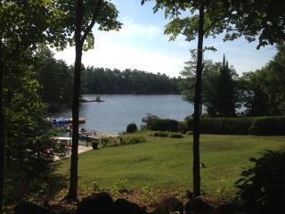 The Manor on Stoney Lake, sleeps 16+, Lakefield