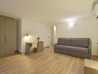 Duplex apt with balcony, Milán