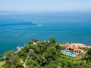 Villa Avalon, Sleeps 18