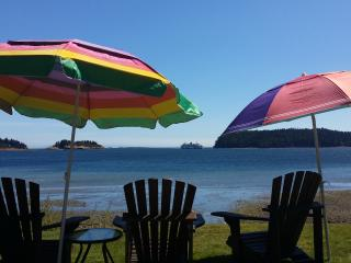 *From the Suite to the Beach - Luxury Suite for 2-5 guests* Ocean view balcony!, Nanaimo