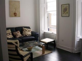 Historic Period Apartment Glasgow City Centre - sleeps 4