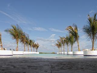 Oceanfront Dream Villa, fully staffed 10 Bedroom