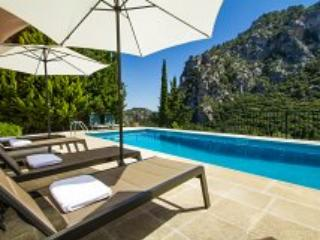 Breathtaking mountain view villa in Valldemossa