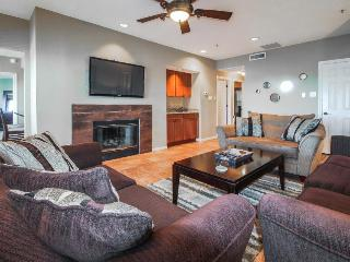 Pet-friendly lakefront condo w/shared amenities & lake access!, Lago Vista