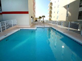 Beachfront, fantastic gulf views, well appointed