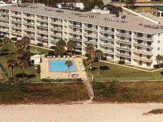 Premier Oceanfront Condo w/ amazing views & pool, Cocoa Beach