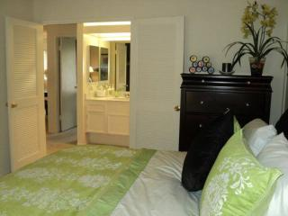 FULLY FURNISHED, SPACIOUS AND ADORABLE 2 BEDROOM, 1 BATHROOM UNIT, Fullerton