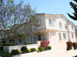 FULLY FURNISHED AND SPACIOUS 4 BEDROOM, 4.5 BATHROOM TOWN HOME, Redondo Beach