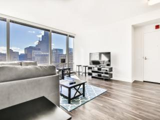 LUXURIOUS AND BEAUTIFULLY FURNISHED 1 BEDROOM, 1 BATHROOM UNIT, Chicago