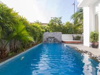 Villa Senang 5*, 6 bedrooms with pool and jacuzzi, George Town