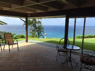 DELUXE  OCEAN FRONT HOME, Princeville