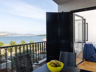 Apartments Kula - One-Bedroom Apartment with Terrace and Sea View-B2