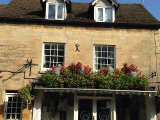 The Loft, a home from home apartment in the centre of a charming Cotswold town