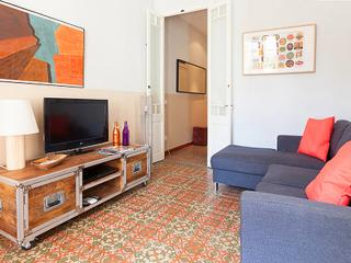 GARDEN apartment, 4 bdrs! up to 8!, Barcelona