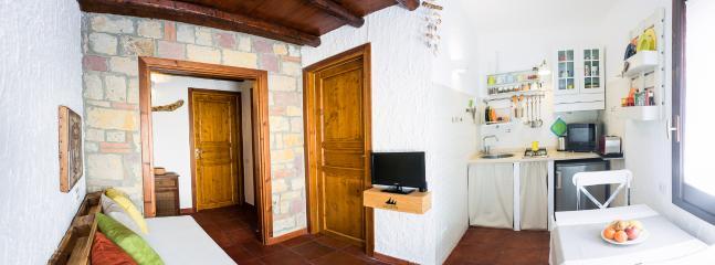 Soggiorno e cucina - Living room and kitchenette