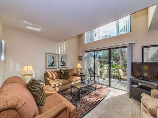 Ocean Gate 12, 2 Bedroom, Large Pool, Tennis, Short walk to Beach, Sleeps 6, Hilton Head