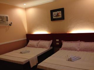Nice Deluxe Quad Room in Cebu!, Oslob