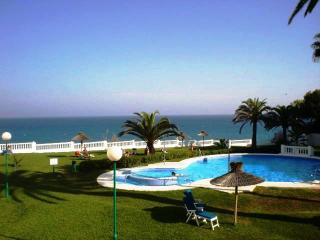 Las Palmeras 80-M One bedroom, Pool, next to beach, Nerja