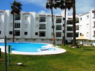 Las Palmeras 6-M Two bedroom, Pool, next to beach, Nerja