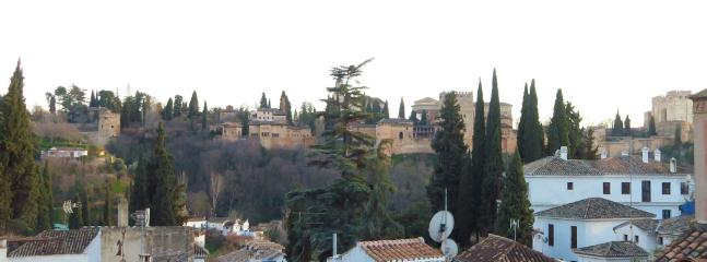 Enjoy the views of the Alhambra on the common terrace.