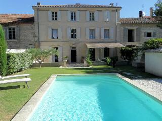 St-Rémy-de-Provence, Mansion 10p. heated private pool, 500m from town center