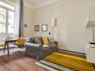 Bright 1bdr apt close to Duomo