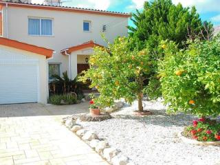Villa Holiday Rental in Paphos. Private 8m x 4m heated pool & Spa hot tub