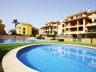 Puigderos apartment with communal swimming pool, Llucmajor
