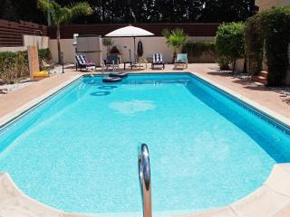 Luxury 5 Bed Villa - Private Pool - Wifi, Kissonerga