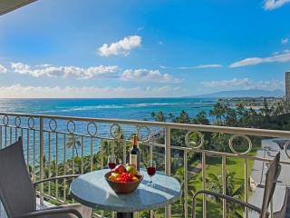 New Beachfront Condo with Breathtaking Views!, Honolulu