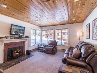 Cozy Tahoe Donner Condo Steps From the Slopes