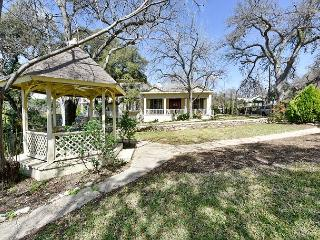 Historic Home in the Heart of Austin - Sleeps 12