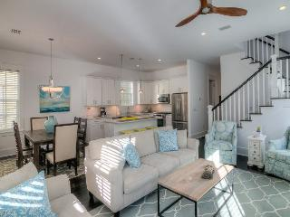 BOOK NOW! 4BR Seagrove Beach home minutes to Beach w/ Golf Cart & Shared Pool