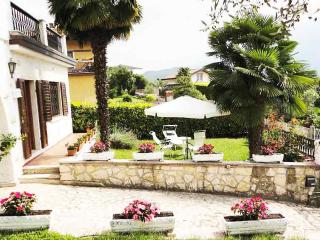 giardino adiacente appartamento