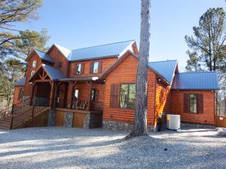 Call It A Day Luxury Cabin; New! Spacious! Luxury!, Broken Bow