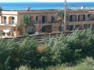 low cost 2 bed beachfront apartment with Sea Views, Gizzeria Lido