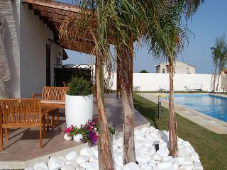 Villa con piscina a pochi passi dal mare, Tre Fontane
