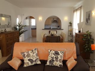 Villa Vista 5 bed 3 bath a/c wifi bbq pool, Benitachell