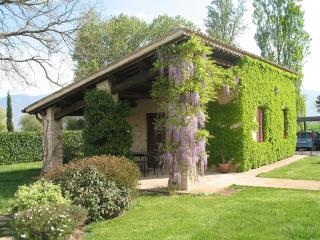 Cottage indipendente di fronte alla piscina, Spello