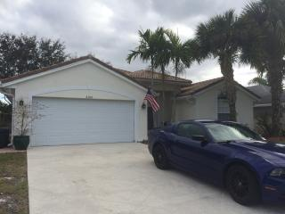 Spacious 3/2/2 home in Abacoa area!