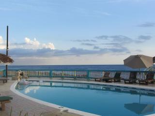 Ocean view 2 bedroom w balcony, Breakfast incl- NE, Negril