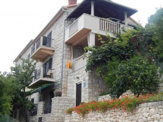 Apartments  ' Neppa'  -  4 -  Brač