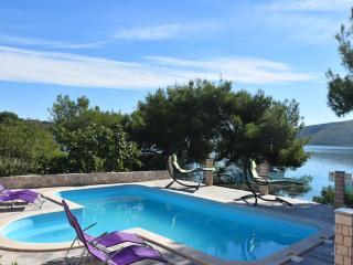 Villa Ivo, Marina