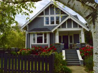GORGEOUS HERITAGE HOME walk to town