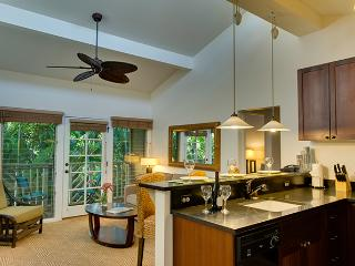 10% off the nightly rate 8/1-8/31 Aina Nalu A209!, Lahaina