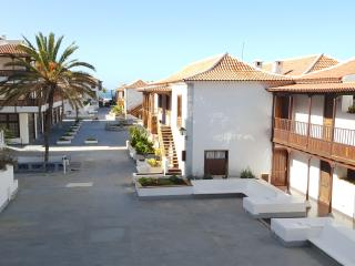Comfortable 2-bedroom apt. only 20m from the beach