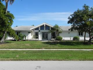 Waterfront House On A Quiet Street- Boat & Pets OK, Marco Island