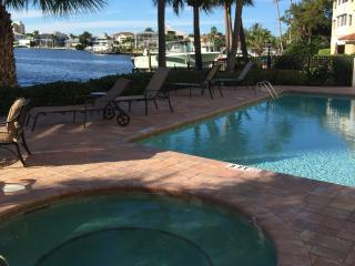 Stunning Condo on Vanderbilt  Bay, in Naples Fl